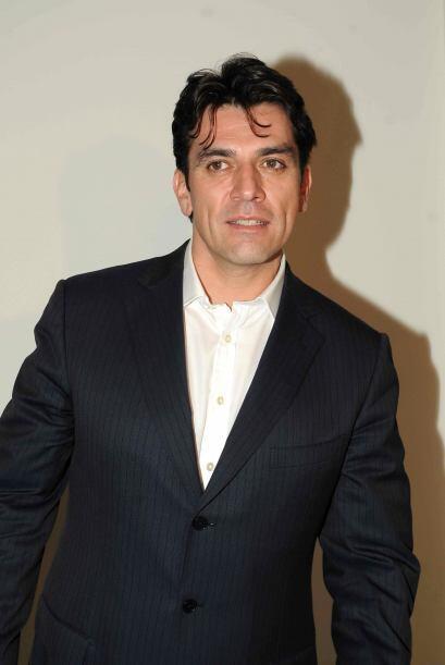 En 1995 compartió créditos con Alpha Acosta y Arturo Peniche, en el melo...