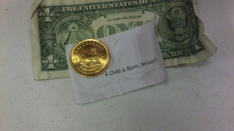 Se desconoce la identidad del donante de la moneda de oro que venía con...