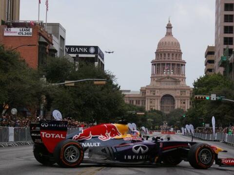 La Fórmula 1 invadió el centro de Austin este miérc...