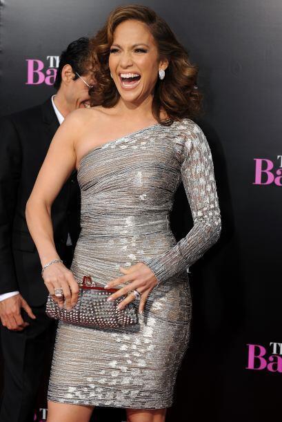 Las prendas de Jennifer Lopez no son las únicas que destellan y lucen a...