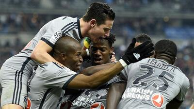 El Marsella no tuvo piedad del Lens y le pisa los talones al PSG.