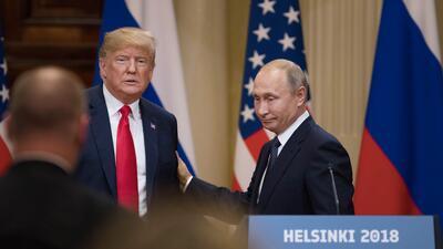 """Lo que a Trump le pareció la """"increíble oferta"""" de Putin para interrogar un exembajador resultó no ser buena idea"""