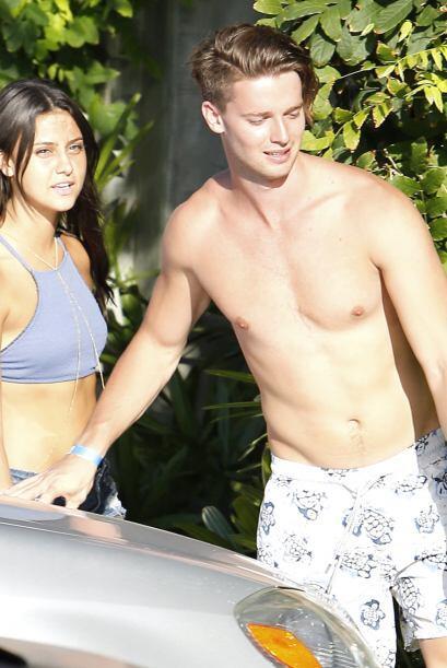 Junto a su nueva novia estuvo disfrutando del sol en la celebración del...