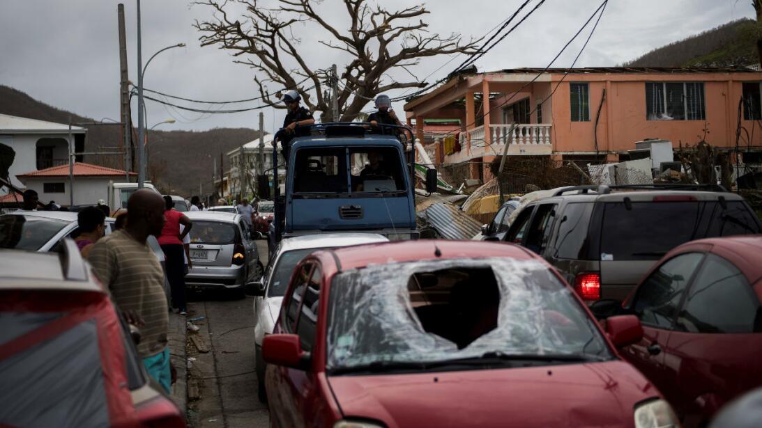 Fotos de algunos de los miles de autos destruidos por el paso del huracá...