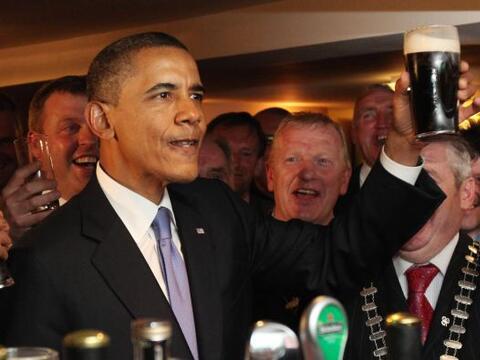 El presidente Barack Obama inició su gira europea tras u llegada...