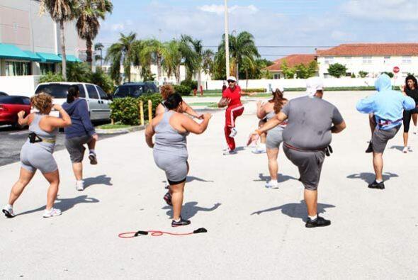 Todos los 'gorditos' sudan la gota gorda con los ejercicios de Simone.