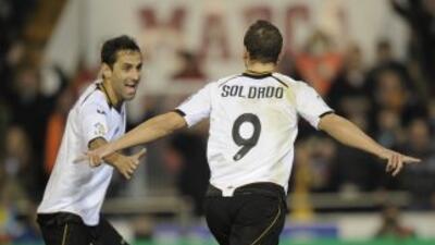 Soldado hizo dos goles para que el valencia venciera al Sevilla.