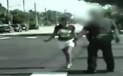 Los gritos y patadas de una madre al ser arrestada por manejar ebria