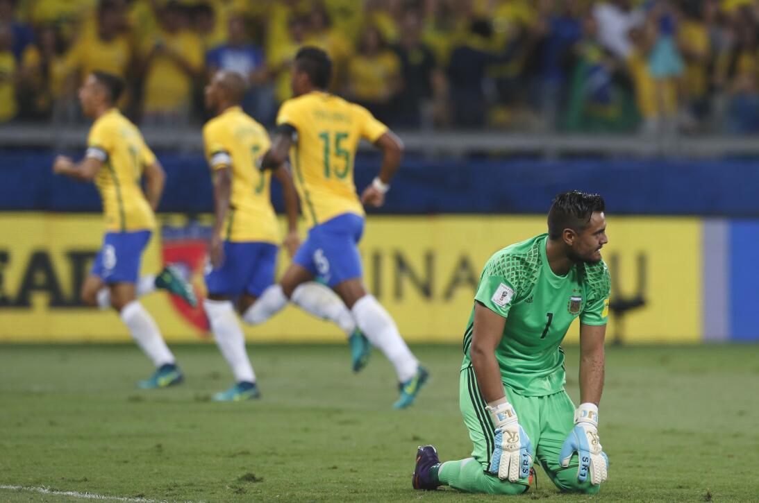 Brasil estuvo de fiesta en el clásico contra Argentina AP_16316013344339...