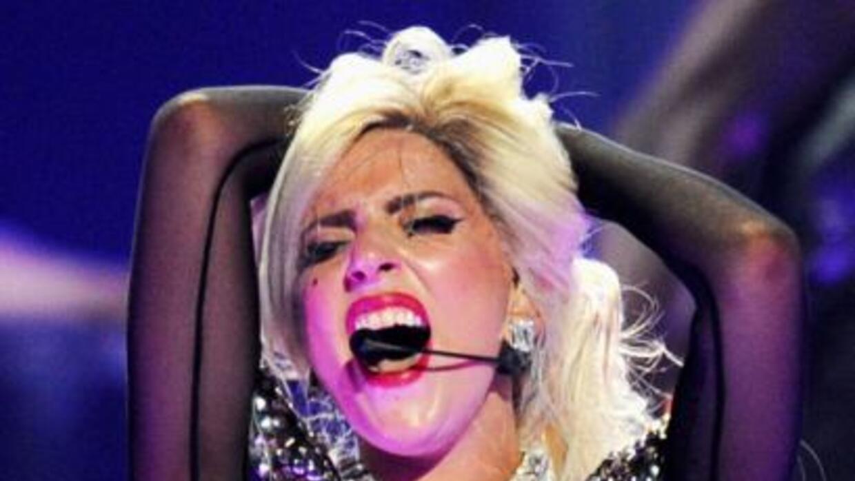 Lady Gaga no la está pasando nada bien, pues dicen que después de su cir...