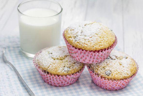 Espolvorea con azúcar glas. ¡Acompaña tu pastel con una taza de té verde!