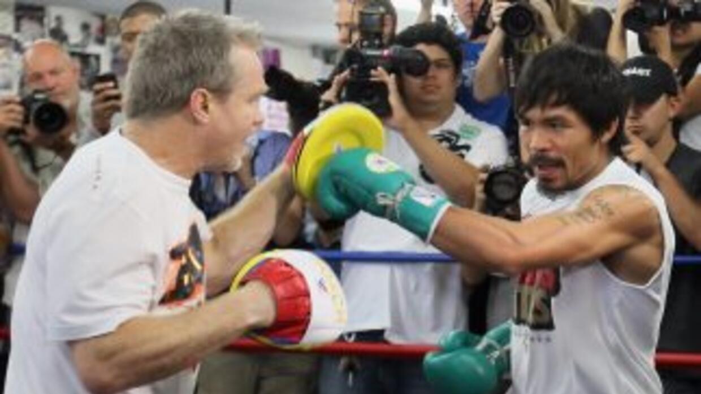 Manny Pacquiao y Freddie Roch dijeron que están listos para enfrentar a...