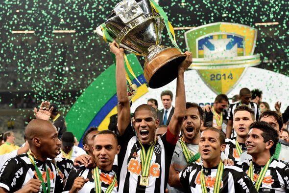 20. Atlético Mineiro conquistó la Copa de Brasil  pero tras la saluda de...