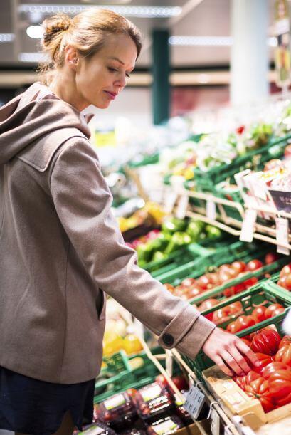 Come frutas y verduras. Sus nutrientes esenciales pueden ayudar a preven...