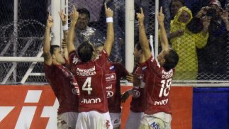 Nacional de Paraguay eliminó al Vélez argentino.