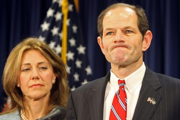 En marzo de 2008, Spitzer confesó su caída en una recordada conferencia...