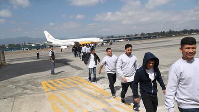 Esta foto de archivo muestra cómo guatemaltecos deportados de Estados Un...
