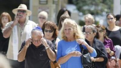 Cientos de personas asistieron al servicio religioso en el Templo Beth A...