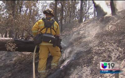 """Más de 6 mil casas amenazadas por incendio """"Rocky"""""""