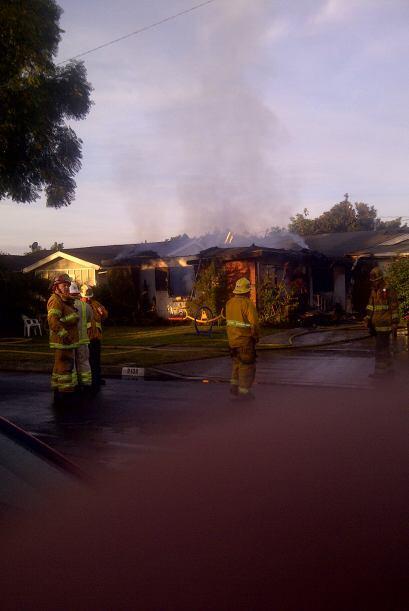 Dos personas murieron en Santa Ana hoy en un incendio en su casa que dej...