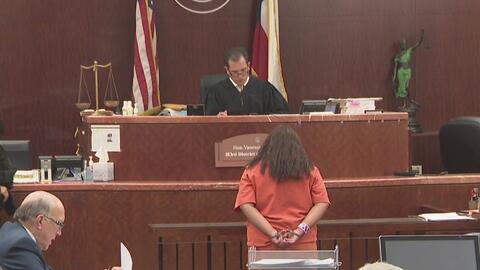 Ante una corte fue presentada una mujer acusada de provocar la muerte de...