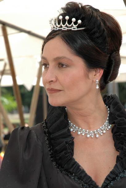 Para suerte de Don Luis Manrique, Doña Juana no era su madre sino su tía...