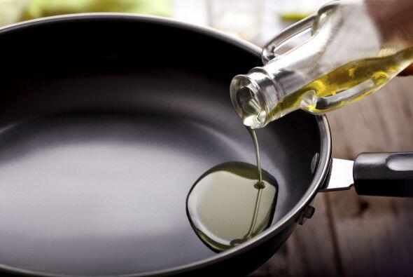Preparación:  Calienta el aceite a 200°C (392°F). Agrega...