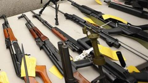 Decenas de rifles de asalto AK-47 y R-15. (Imagen de Archivo).