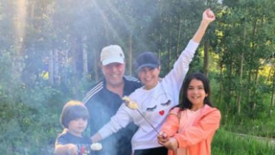 La hija de Thalía ya casi está de su estatura y cada vez se parece más a ella