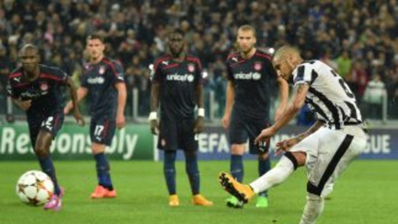 Arturo Vidal falló un penalty contra Olympiacos.