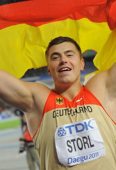 El alemán David Storl, con tan sólo veinte años recién cumplidos, hizo s...