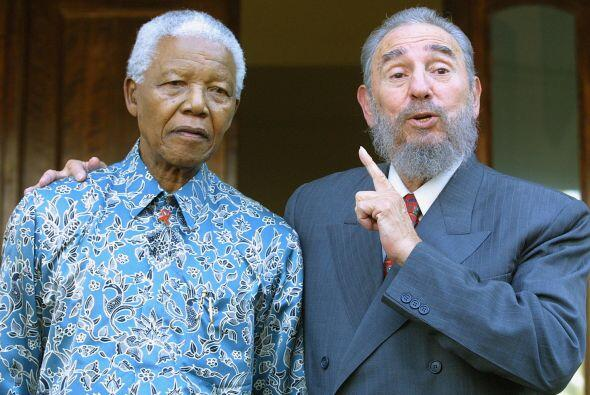 """Durante la visita Mandela expresó. """"Cuba no ha ido a visitar..."""