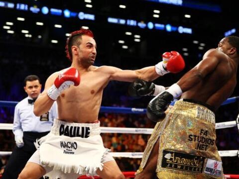 Adrien Broner derrotó por decisión dividida a Paulie Malig...