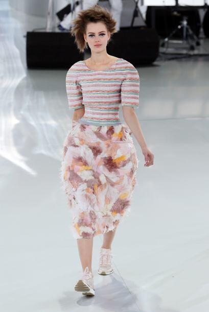 Faldas con mucho volumen y hasta estampados florales adornaron de manera...