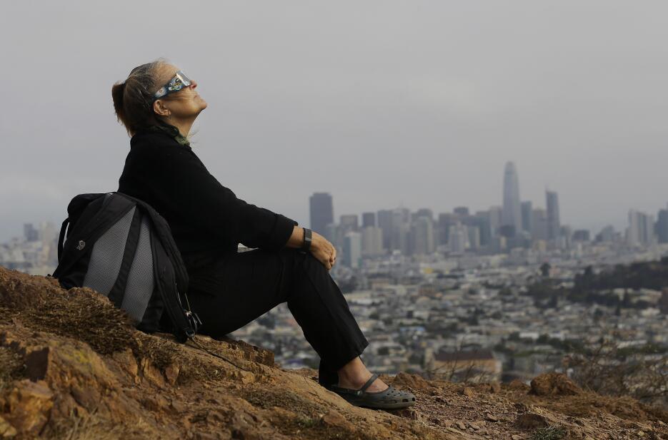 En fotos: Así se vivió el eclipse solar del sur al norte de California E...