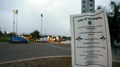 El condado de Los Ángeles organiza reuniones para advertir a las persona...