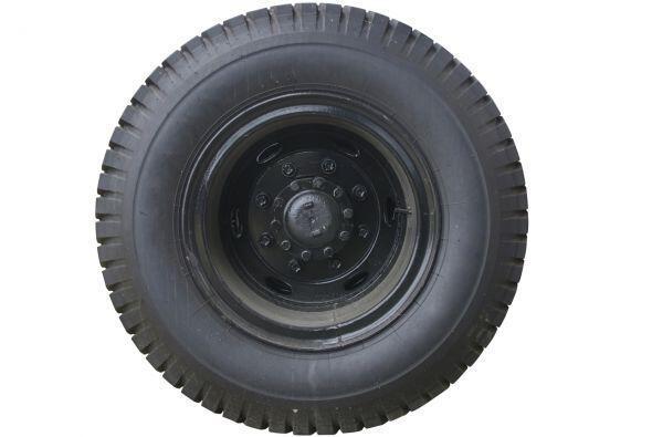 Neumático de repuesto + kit de reparo. Además de los parches, considera...