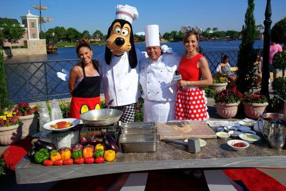 Ellas y nuestro chef tuvieron ayudante de lujo. ¡Goofy listo para asisti...