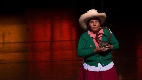 Perú ratifica la inocencia de la campesina Máxima Acuña, a la que la emp...