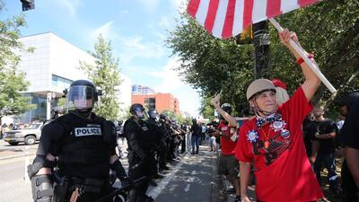 La policía intenta controlar incidentes violentos durante un evento ultraderechista en Portland