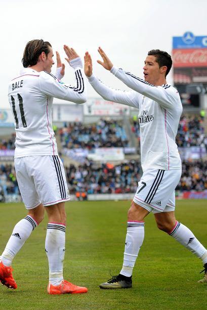 Mientras que Gareth Bale (10) se debate en los últimos tiempos en...