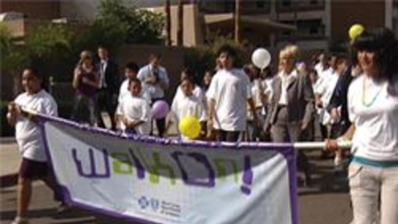 Niños en caminata sobre la salud infantil