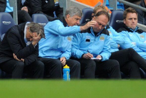 Mientras tanto, Mancini y todo el cuerpo técnico no podía creer lo que e...