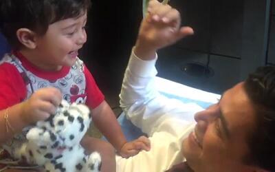 Detrás de cámaras: A Baby Joshua le encanta acompañar a su papá Orlando...