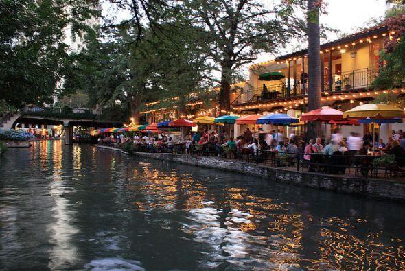 El 'Riverwalk' es un paseo obligado; caminando por ahí encontrarás entre...
