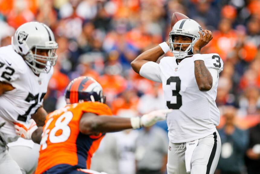 Manuel llevó a los Raiders a una marcha de 73 yardas para el gol de camp...