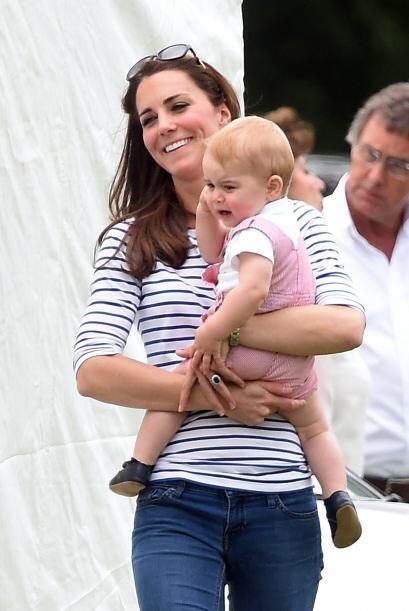 Kate siempre lo cuida con mucha paciencia.