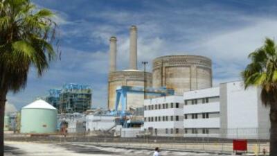 Fachada de la planta de energía nuclear Turkey Point, en el estado de Fl...