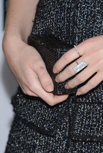 Un anillo siempre le da un toque distinguido a sus manos.