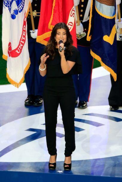 El himno nacional de los EEUU fue entonado por la cantante Idina Menzel,...